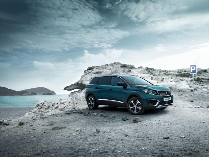 New Peugeot 5008 challenges the market of seven seaters