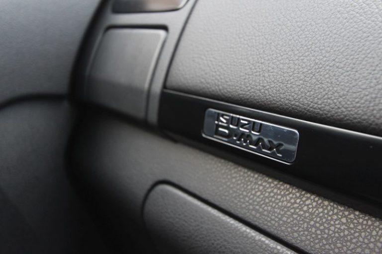 Sprint Review: Isuzu D-Max 3.0TD Double Cab 4×4 LX - NamWheels